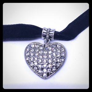 """Sparky Crystal Heart 15"""" Velvet Choker [JW-19]"""